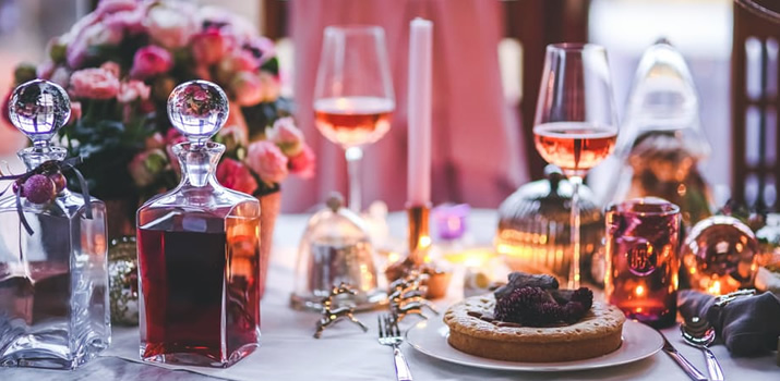 5 Tips to Hosting a Fabulous and Frugal Holiday Party and Free Party Checklist